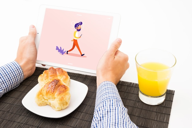 Tablet mockup with breakfast concept Free Psd