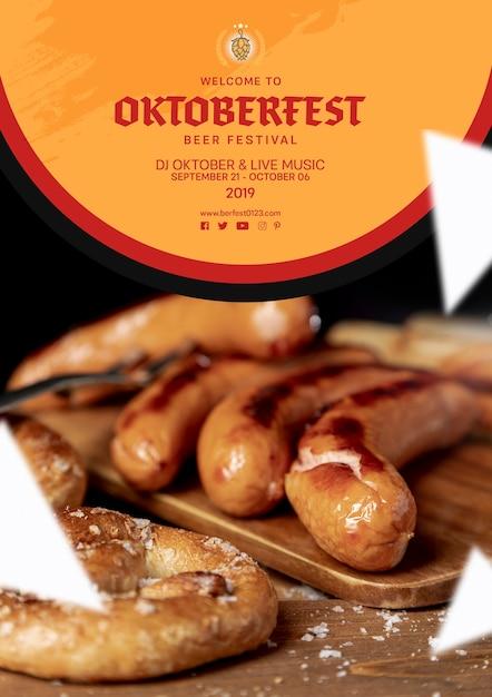 Вкусные колбаски октоберфест на столе Бесплатные Psd