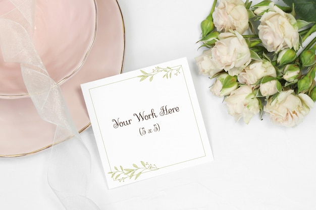 Thank you card on white background with bouquet beige roses Premium Psd