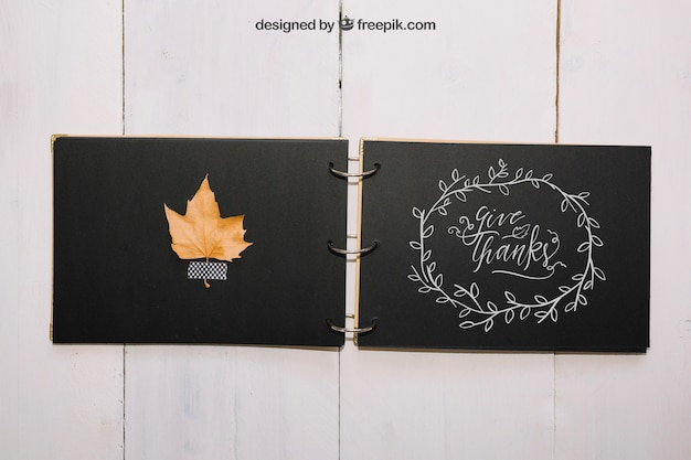 Thanksgiving mockup with diy book Free Psd