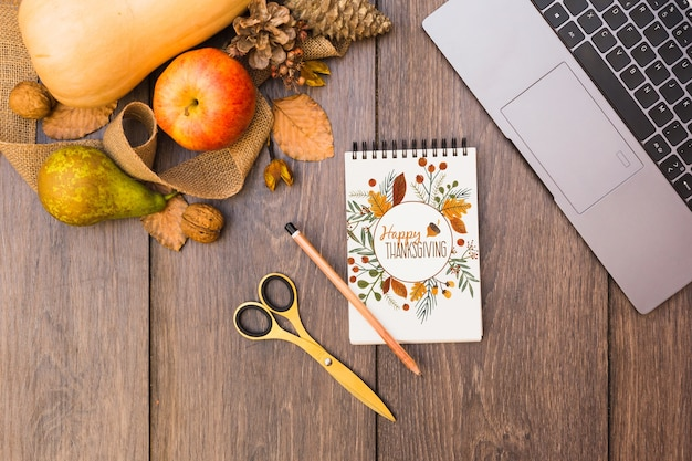 Thanksgiving mockup with notepad Free Psd