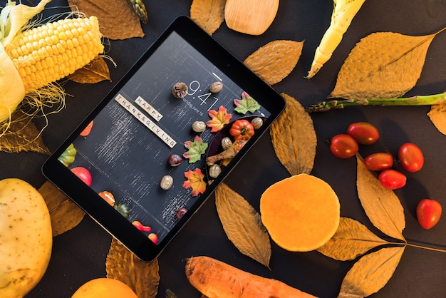 Thanksgiving mockup with tablet Free Psd