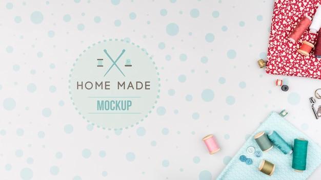Fili e strumenti per il mock-up di prodotti per maglieria Psd Gratuite