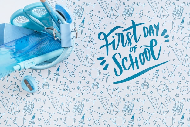 Top view arrangement with blue school supplies Free Psd