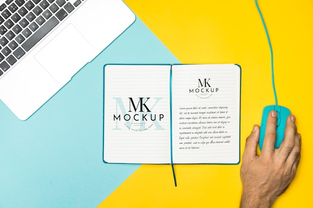 Top view arrangement with laptop and mouse Free Psd