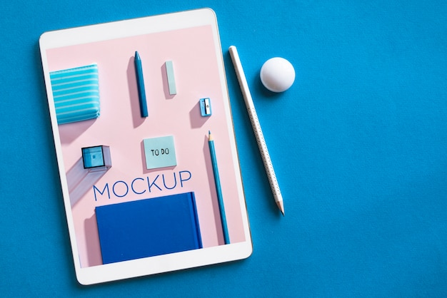 Top view arrangement with tablet and pencils for back to school event Free Psd