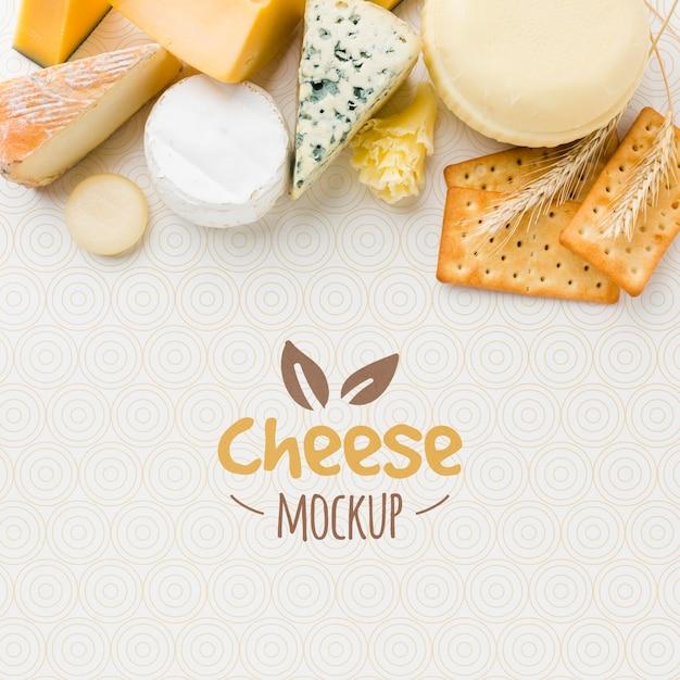 Vista dall'alto dell'assortimento di modelli di formaggi coltivati localmente Psd Gratuite