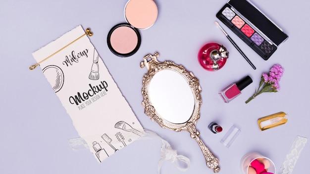 Ассортимент макияжа, вид сверху и макет зеркала Бесплатные Psd