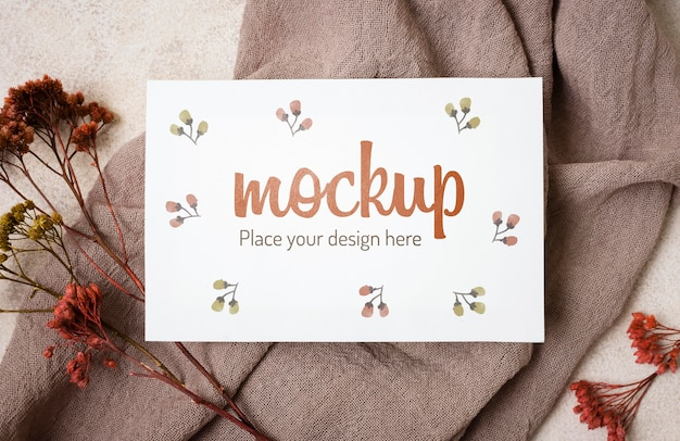 Top view autumn mock-up with flowers on grey cloth Free Psd