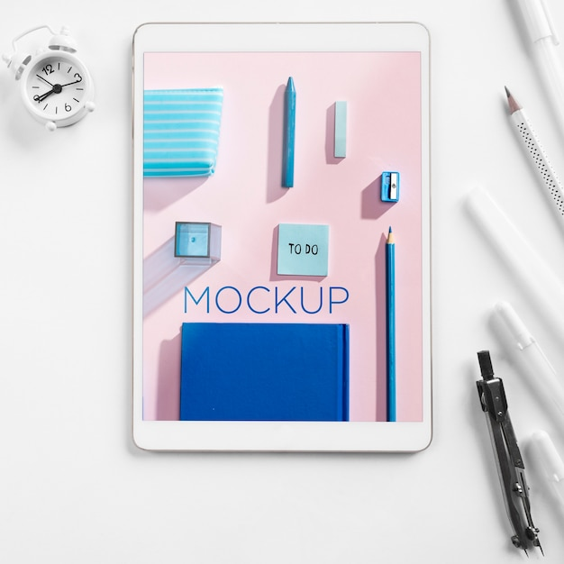 Top view back to school arrangement with device Free Psd