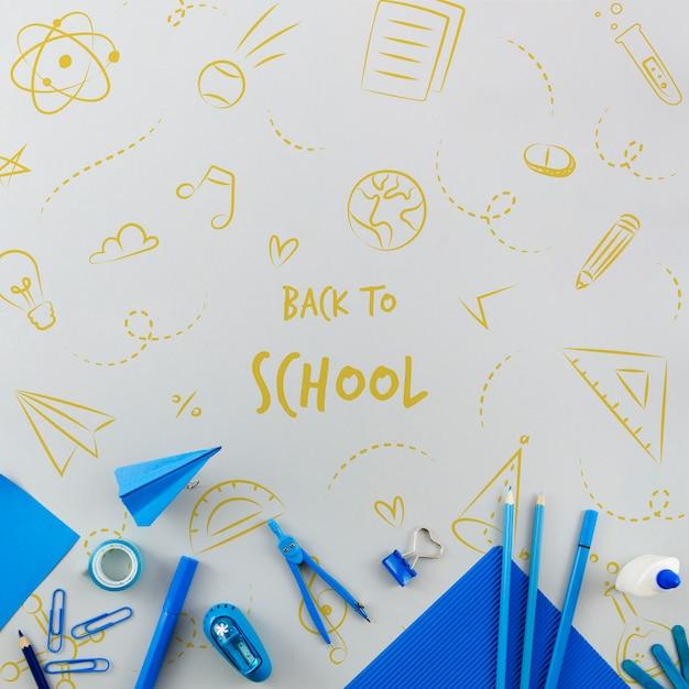 Vista dall'alto di nuovo a scuola con forniture blu Psd Gratuite