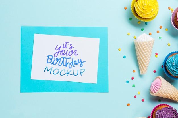 Concetto di compleanno vista dall'alto con gelato Psd Gratuite