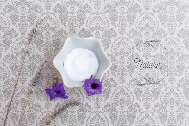 Top view of body butter on plain background mock-up Free Psd