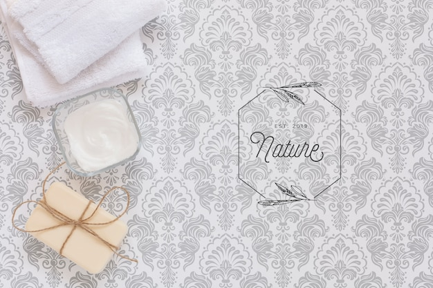 Top view of body butter and soap in plain background mock-up Free Psd