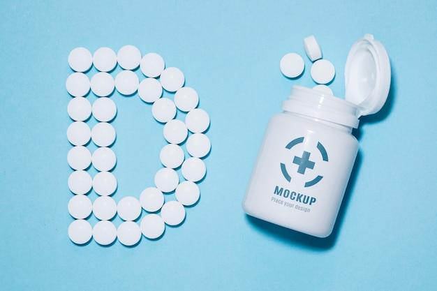 Vista dall'alto della bottiglia con pillole a forma di d Psd Gratuite