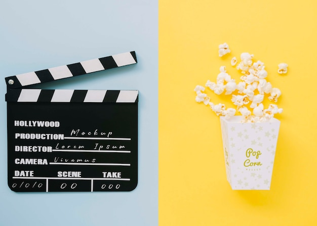 Top view of cinema clapperboard with popcorn and clapperboard Free Psd