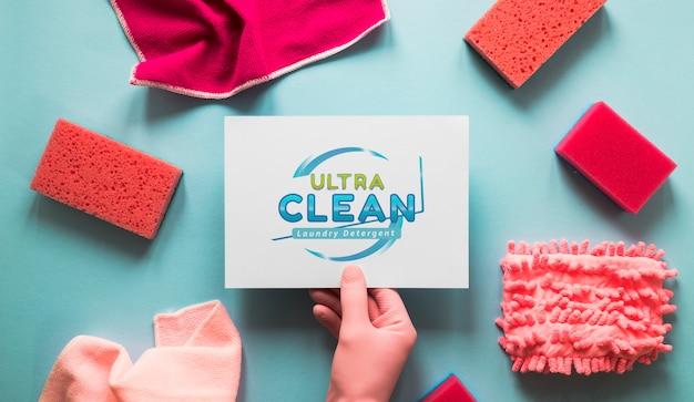 Attrezzature per la pulizia dall'alto vista con mock-up di carte Psd Gratuite
