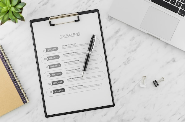 Top view clipboard on the desk with mock-up Free Psd