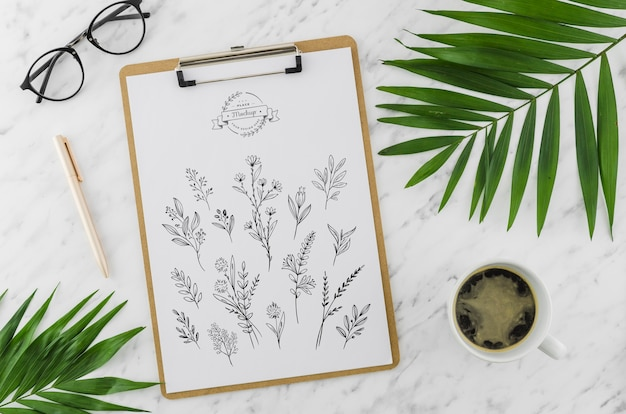 Top view clipboard and drawing with mock-up Free Psd