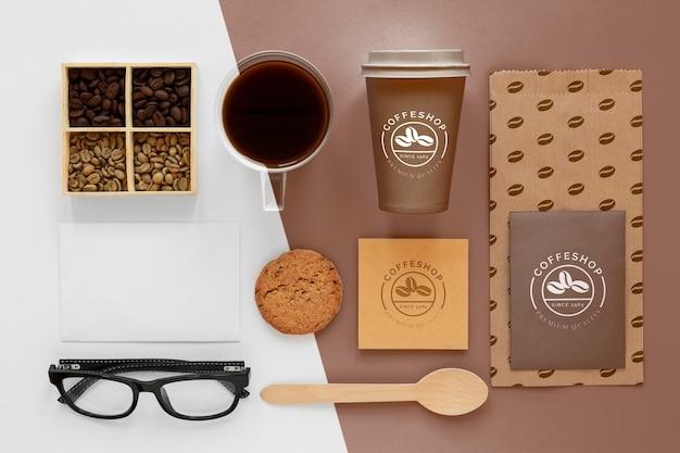 トップビューのコーヒー豆とブランディングアイテム 無料 Psd