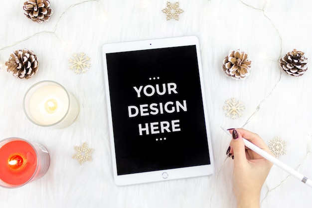 Top view fashion concept with tablet mockup Premium Psd