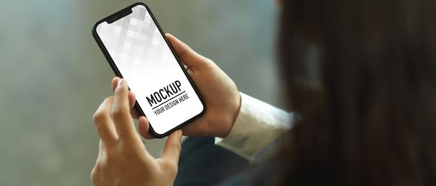Top view of female hands using smartphone mockup Premium Psd