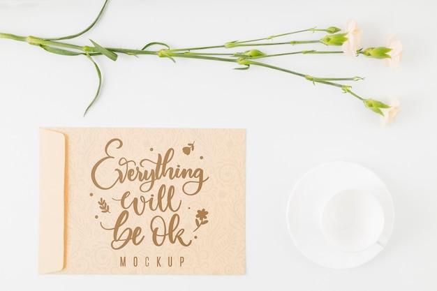 Citazione motivazionale mock-up floreale vista dall'alto Psd Gratuite