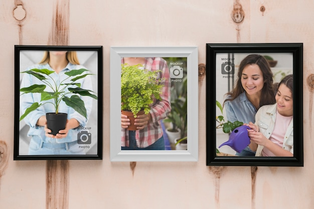 Top view of frames on wooden background Free Psd