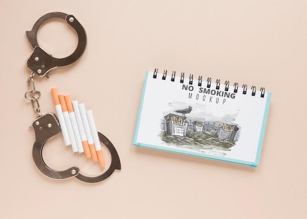 トップビュー手錠とタバコ 無料 Psd