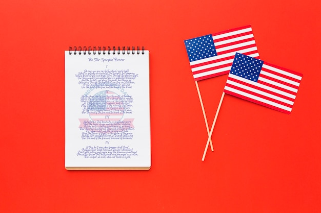 Вид сверху флаги дня независимости с макетом Бесплатные Psd