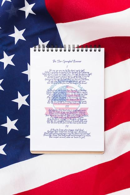 Блокнот на день независимости с макетом сверху Бесплатные Psd