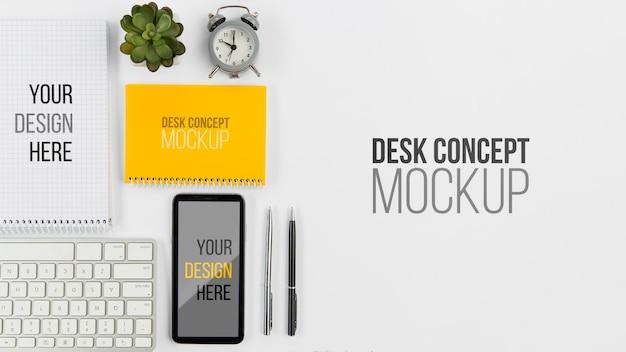 Вид сверху мобильного телефона и клавиатуры с макетом Бесплатные Psd