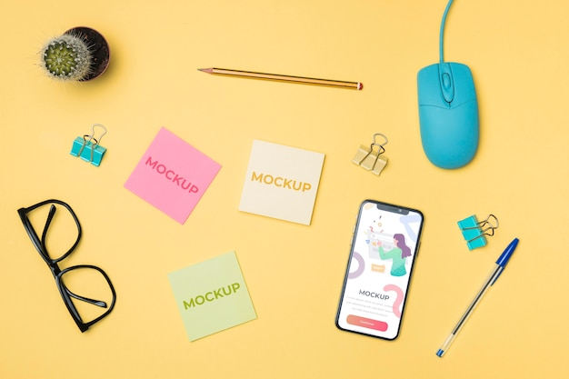 Top view mobile phone and post-it mock-up Free Psd