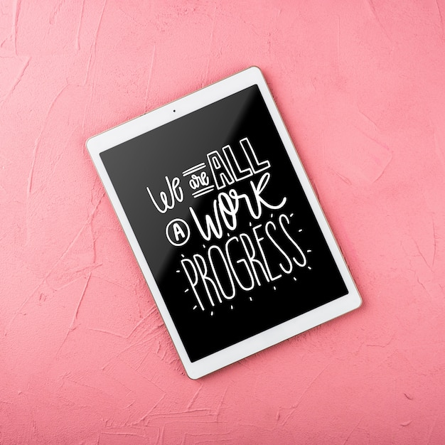 Top view mock-up tablet with pink background Free Psd