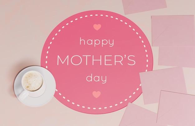 찻잔으로 상위 뷰 어머니의 날 인사말 카드 무료 PSD 파일