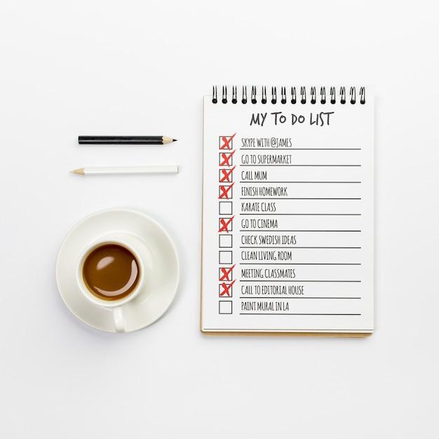 Notebook con vista dall'alto con elenco delle cose da fare Psd Gratuite