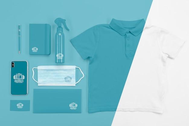의료 마스크와 티셔츠가있는 학교 필수품으로 돌아 가기의 상위 뷰 무료 PSD 파일