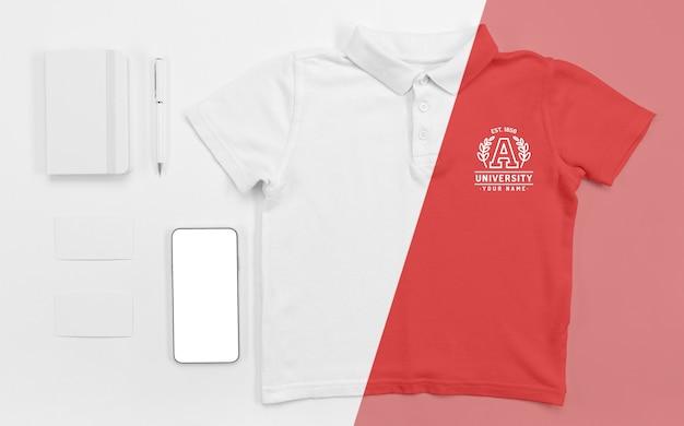 스마트 폰으로 다시 학교 티셔츠의 상위 뷰 프리미엄 PSD 파일