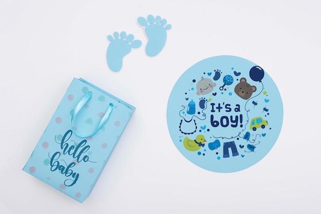 Вид сверху голубого декора детского душа с подарочной сумкой Бесплатные Psd