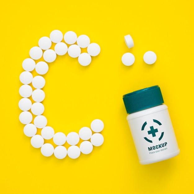 Вид сверху бутылки с таблетками в форме c Бесплатные Psd