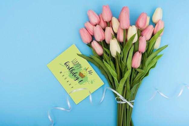 Вид сверху на букет тюльпанов на день рождения Бесплатные Psd