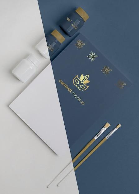 ペイントとブラシでカーニバルの招待状の上面図 無料 Psd