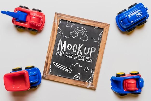 黒板と子供のおもちゃの車の上面図 無料 Psd