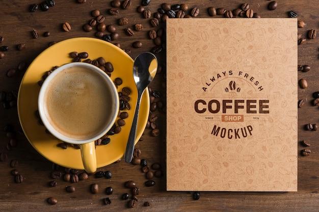 커피 개념 모형의 상위 뷰 무료 PSD 파일