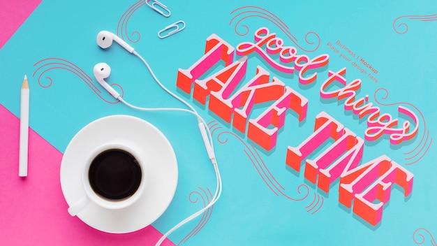 イヤホンとコーヒーの机の上から見る 無料 Psd