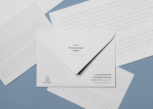 Вид сверху конверта с письмом брайля Бесплатные Psd