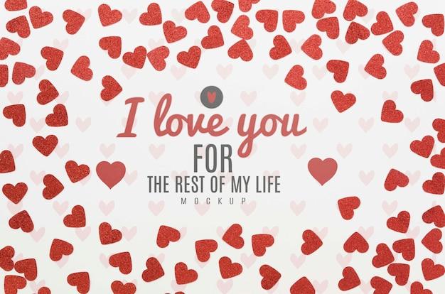 Вид сверху любовного послания в окружении сердец Бесплатные Psd