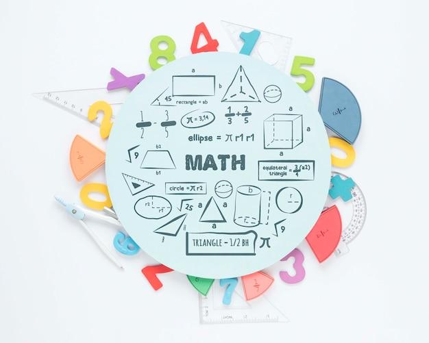 Вид сверху на цифры и линейки по математике Бесплатные Psd