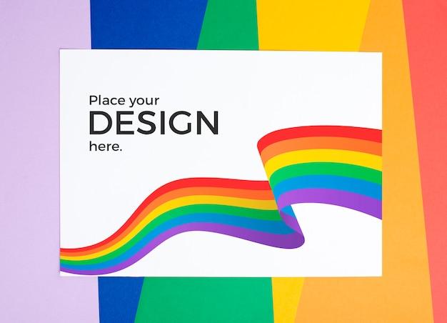 紙の上の虹色のトップビュー 無料 Psd