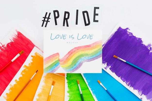 Vista dall'alto di carte colorate arcobaleno con spazzole per orgoglio lgbt Psd Gratuite